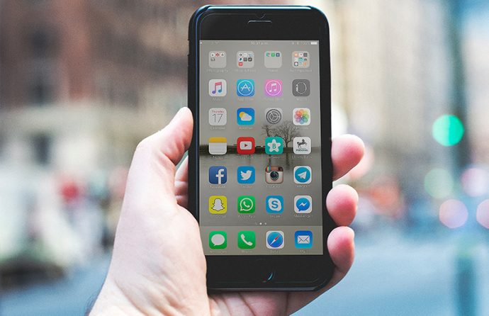 Apple Smartphone mit diversen Apps